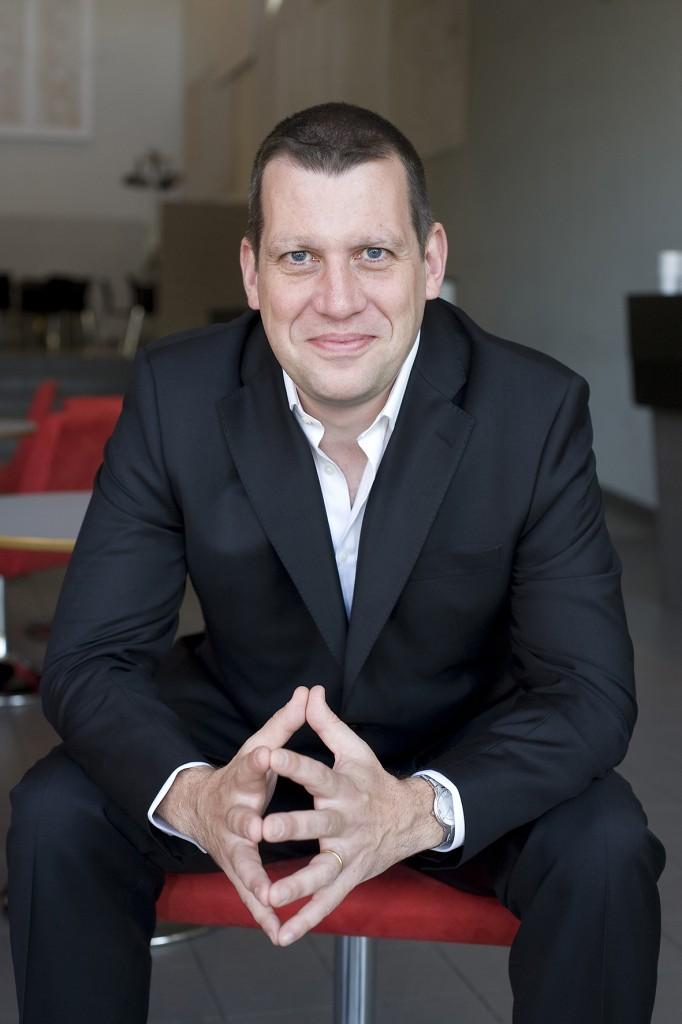 Chefdirigenten och musikchefen Rumon Gamba