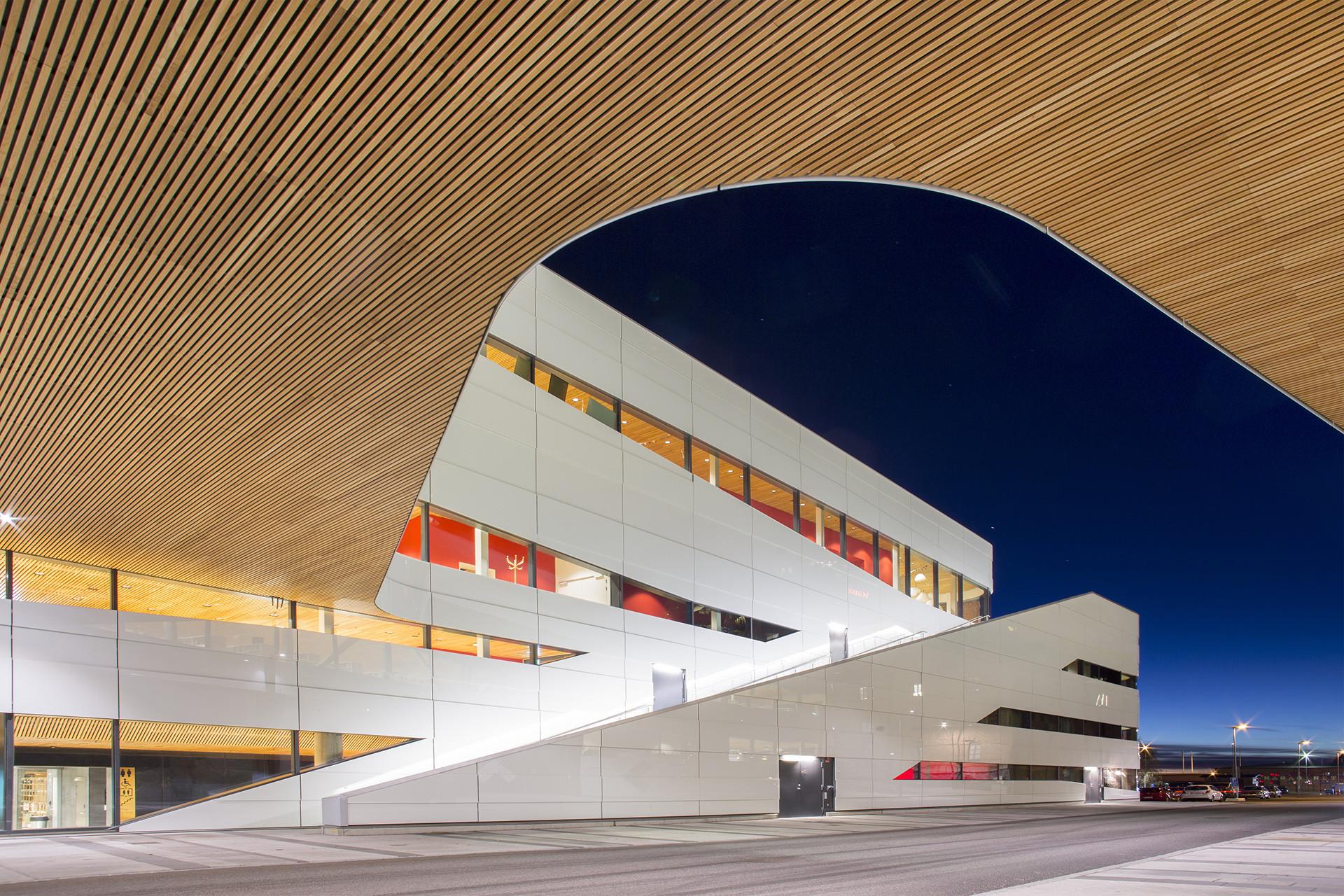 Kulturhuset Väven i Umeå. Ritat av norska Snøhetta och svenska White arkitekter.